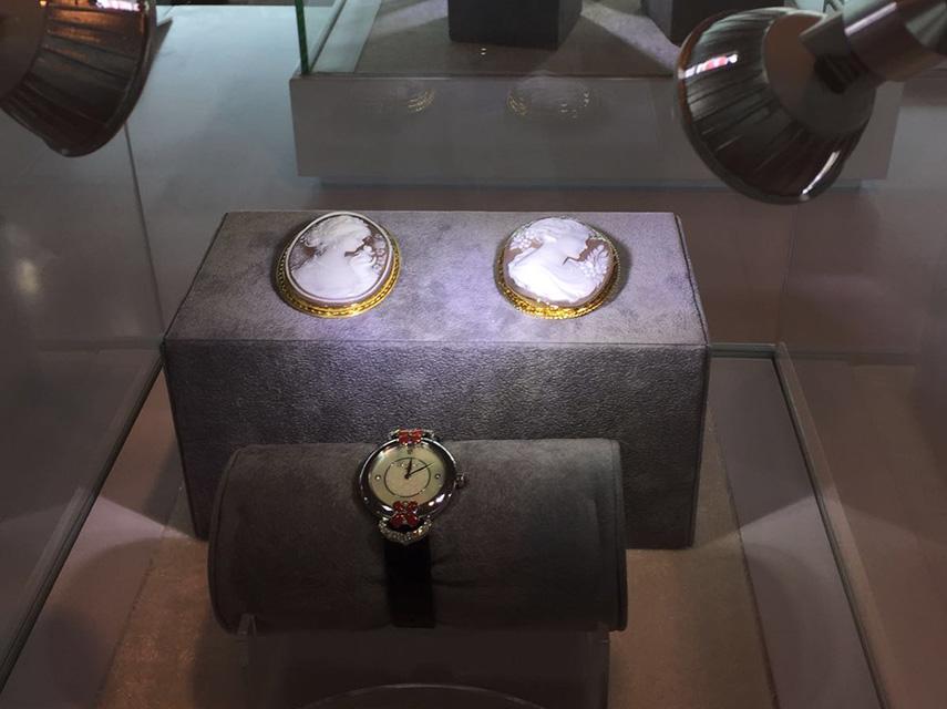 """la Mostra """"Seduzione senza tempo"""" consacrata anche in Oriente."""